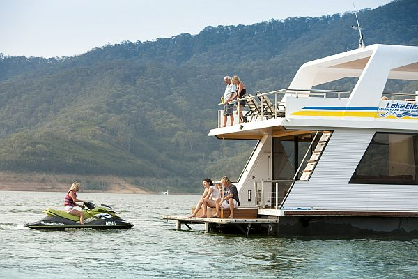 Houseboat cruising on Lake Eildon