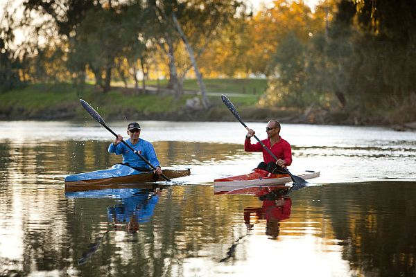 Rowers at Noreuil Park, Albury